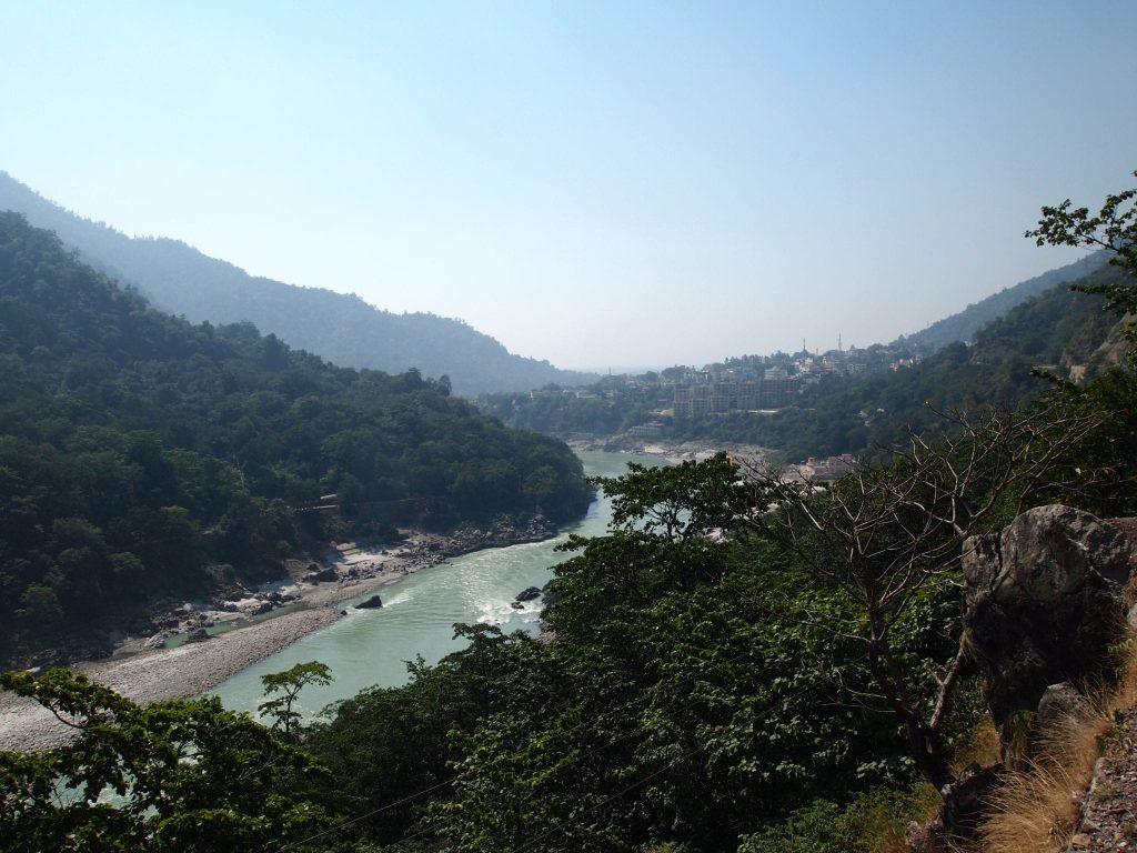 Joogaopettajakoulutus Rishikesh Ganges