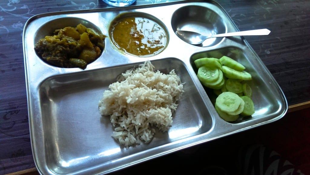 Tyypillinen ateria, palkokasveilla aina paikkansa tarjottimella.