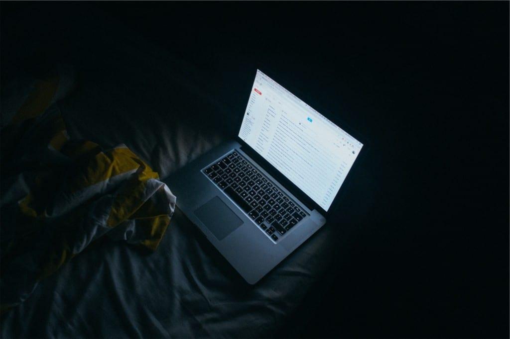 työ uni sänky