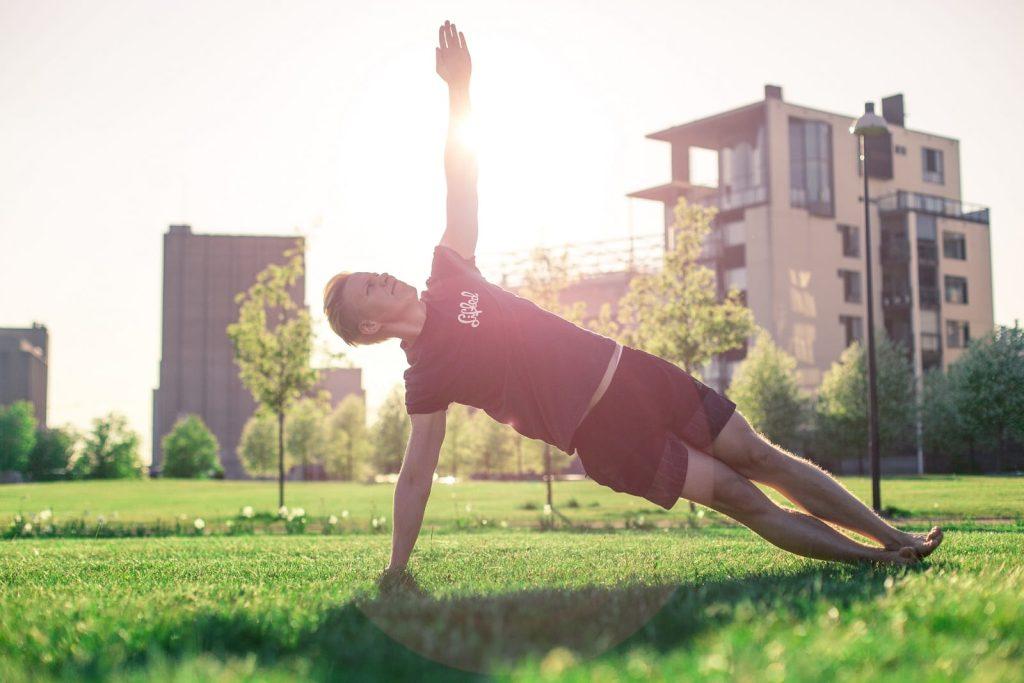 Hellesäillä treenatessa kannattaa keskittyä nesteytykseen myös ennen hikoilua.
